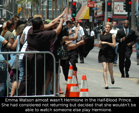 Emma_Watson_running_to_her_fans